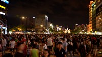 Crowds on Nguyen Hue walking street in Ho Chi Minh City downtown. Photo credit: Dan Tri
