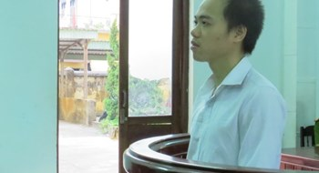 Tran Huu Phuc at a Hue trial on May 4, 2015 for stabbing women in their genitals. Photo credit: Tuoi Tre