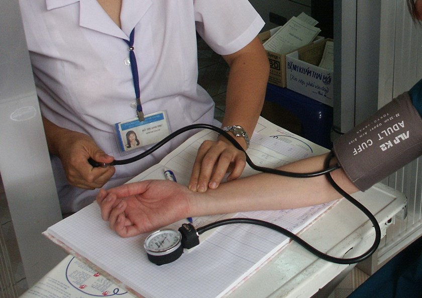 A doctor checks a pregnant woman at Tu Du public hospital in Ho Chi Minh City. Photo: Dao Ngoc Thach