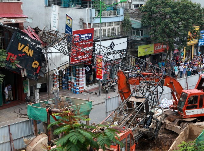A crane from an elevated railway construction drops on a house in Hanoi on May 12, 2015. Photo credit: Tuoi Tre