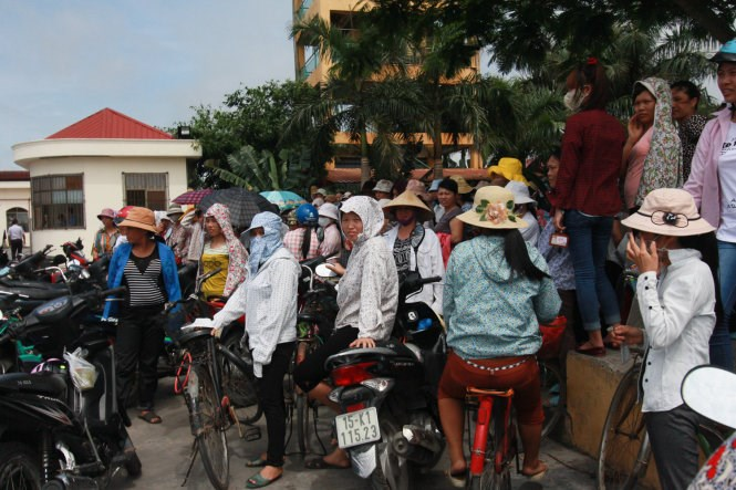 Garment workers in Hai Phong gather in front of their company in a strike against heavy workload on May 21, 2015. Photo credit: Tuoi Tre