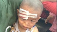Toddler injured after vandals throw stones at bus in central Vietnam