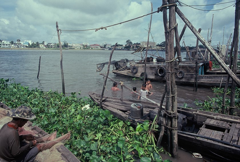 A poor village in the Mekong Delta. The photo was taken by Mai Huyen Chi in 2013.