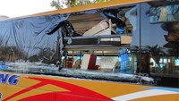 A bus losing its glass window due to rock throwing in Kon Tum Province early on June 1, 2015. Photo credit: Lao Dong