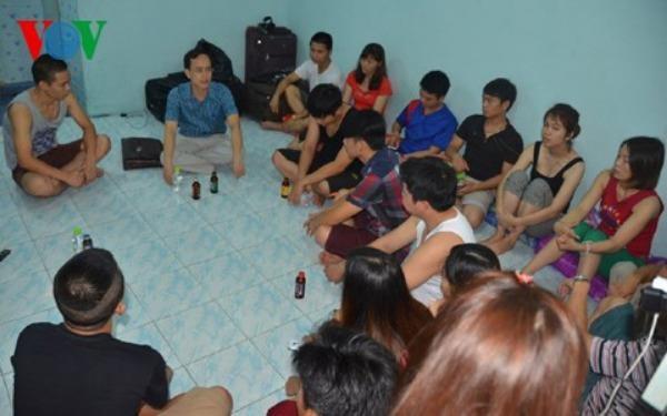 Vietnamese victims of labor fraud in Thailand meet with Vietnam embassy's representative. Photo credit: Voice of Vietnam
