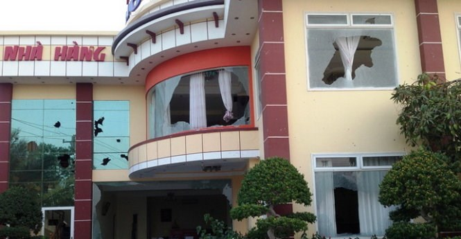 Glass windows of a hotel in Binh Thuan were broken during a public protest against pollution in April 2015. Photo credit: Tuoi Tre