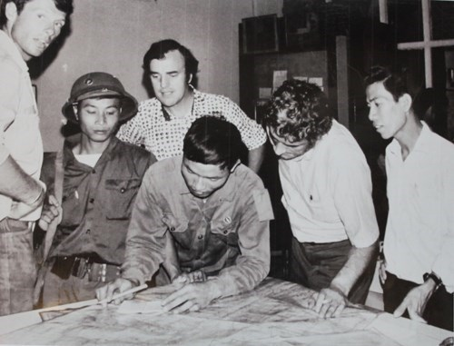Peter Gregg Arnett (L, 3rd) watches two Northern Vietnamese soldiers planning attacks on Saigon. Photo supplied