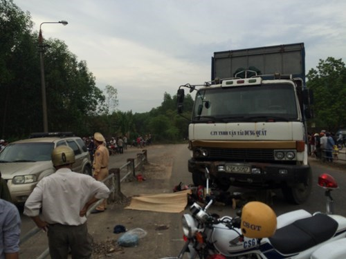 Police examine the site of a deadly crash between a truck and a motorbike in Quang Ngai Province on June 19, 2015. Photo: Hien Cu