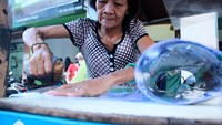 Saigon woman offers unique lamination service using coal and iron