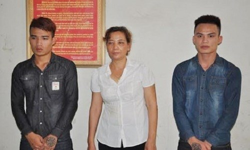 Duong Thi Lan, 53, (C) with the men she hired to scare her husband off adultery but they ended up beating him dead. File photo