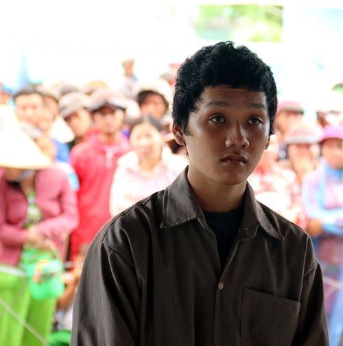 Nguyen Kha Dat at a trial in Kien Giang Province June 26 for killing his mother to take her gold and buy two motorbikes. Photo credit: Hong Cuc