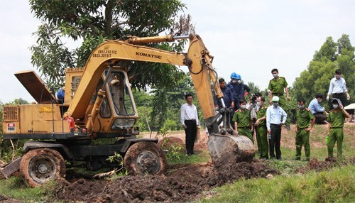 Officials have found 63 tons of untreated medical waste from dozens of holes near a canal in Tay Ninh Province. Photo: Giang Phuong