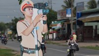 Drivers freak out as Vietnam now lets dummy cops watch its streets
