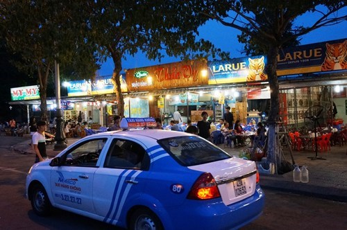 Restaurants in Da Nang, which have received many rip-offs complaints from tourists recently. Photo: An Dy