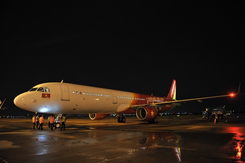 Vietjet's newest aircraft is an A321ceo with Sharklet wingtips.