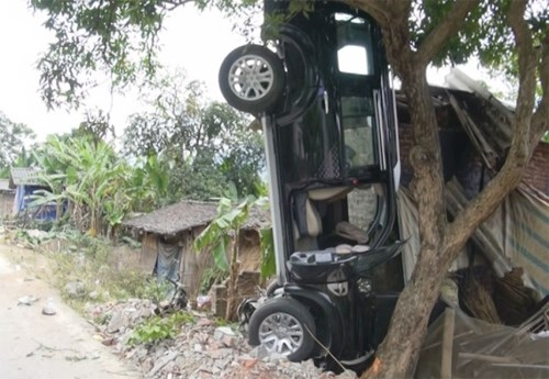 Lanh Duc Dung's car on its head after the crash that killed three people on a motorbike in Cao Bang Province on January 30, 2015. File photo