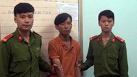 Nguyen Van Thien (C), who has been arrested for allegedly killing his schoolmate after many times she rejected his love offer. Photo courtesy of police