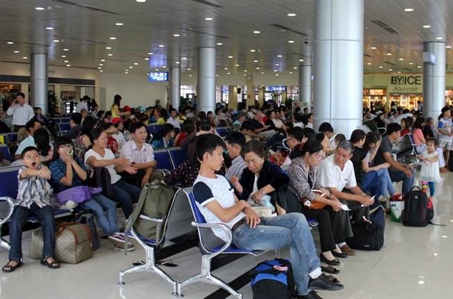 Passengers wait for their flights at Tan Son Nhat Airport in Ho Chi Minh City. Photo credit: TBKTSG