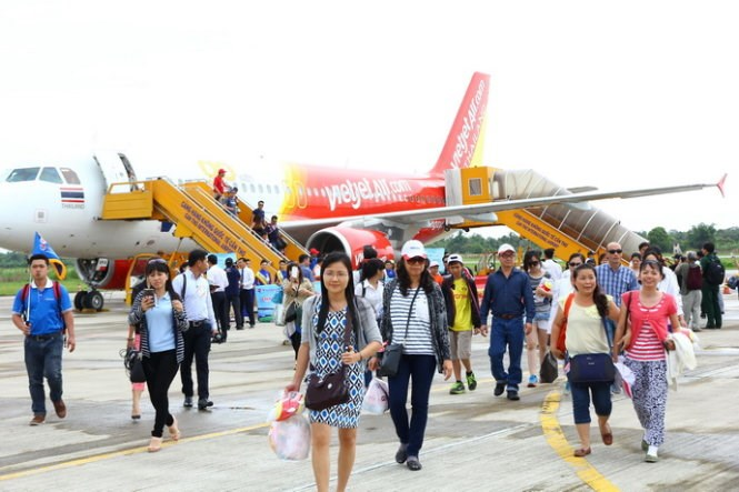 Passengers of a charter flight from Bangkok to Can Tho on July 21, 2015. Photo credit: Tuoi Tre