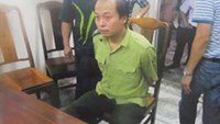 Le Duc Hai, head of the mobile rangers division of Thanh Hoa Province, is arrested for taking bribe from a company at his office on August 1, 2014. Photo credit: Cong An Nhan Dan