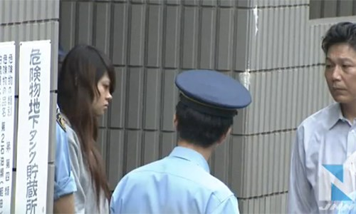 Police in Japan arrest a Vietnamese woman (L) for allegedly abandoning her baby after delivery. Photo credit: TBS News