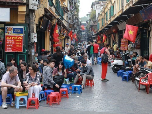 Customers crowd plastic stool restaurants on the repaved part of Ta Hien Street in Hanoi downtown. Photo: Ngoc Thang