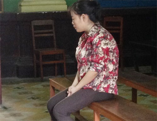 Nguyen Thi Hoai An at a trial in Ho Chi Minh City August 24 for killing her baby before trying to kill herself. Photo: Ngoc Le