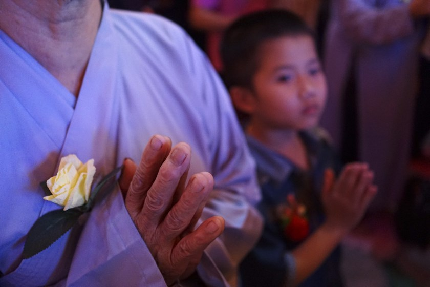 People come to Vietnamese temples this month to honor their parents. Photo credit: VnExpress
