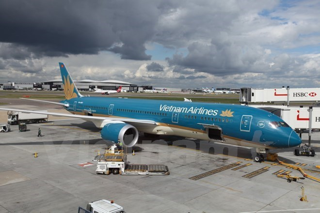 Vietnam Airlines' Dreamliner at Heathrow Airport in London on September 1, 2015. Photo credit: Vietnam News Agency