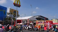 People arrive at the first McDonald's restaurant opening in Ho Chi Minh City in February 2014. Photo credit: AFP