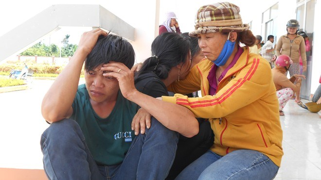 The family of a 3-month-old boy in Dak Nong Province who died hours after receiving a vaccine shot. Photo credit: Zing