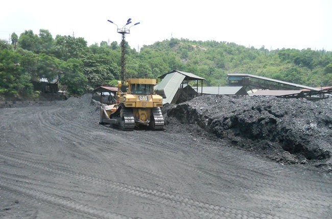 Coal mining in Quang Ninh Province in northern Vietnam. Photo credit: Saigon Times Online