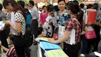 People wait to file applications for jobs in the public sector in Hanoi. Photo credit: Doi Song & Phap Luat