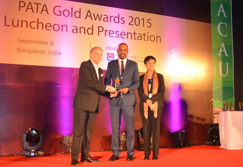 Jay L Lingeswara, Vietjet's Vice Director of Commerce, receives the PATA award at a ceremony in India on September 8, 2015.