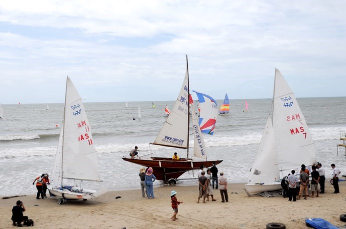 Boat racing in Mui Ne is one of the few tourism products in central Vietnam, experts said. Photo: Diep Duc Minh