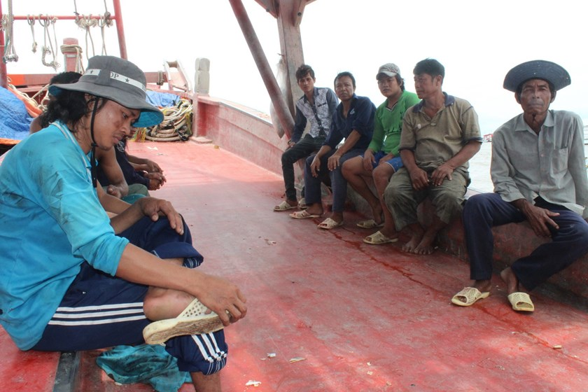 Vietnamese fishermen return after surviving a gun attack by a foreign boat on September 11, 2015. Photo: Dinh Tuyen