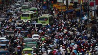 Shocking photos reveal how Saigon traffic has gone from bad to worse