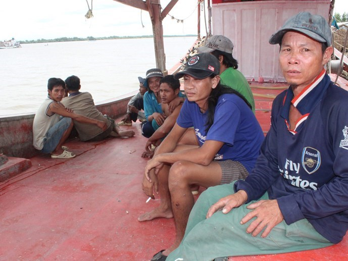Vietnamese fishermen return from the fatal shooting by Thai marine police on September 11, 2015. Photo: Thanh Nien