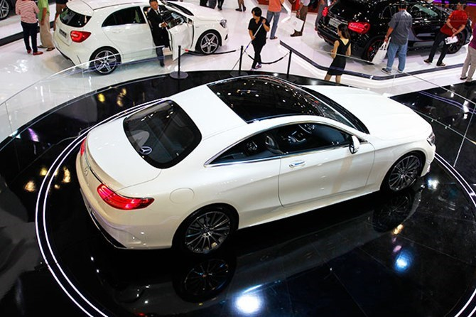 Vietnam plans to use tax measures to restrict the number of large and luxury cars. Photo: Phong Tran
