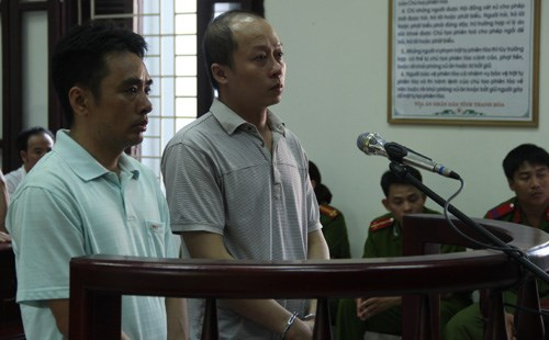 Thanh Hoa forest rangers stand trial on September 29 for soliciting and taking a bribe. Photo credit: VnExpress