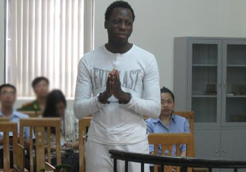 Oshanugor James Anyasi at a trial in Hanoi on September 29 for involving in a love con to cheat money from Vietnamese woman. Photo credit: VnExpress