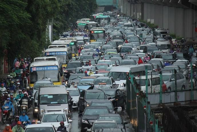 Hanoi official blames congestion on drivers, tells them to learn from Saigonese