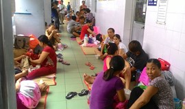 Severe bed shortage sends Saigon child patients to hospital hallway