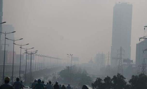 Haze over a highway in Ho Chi Minh on the morning of October 7. Photo credit: Tuoi Tre/Tien Long