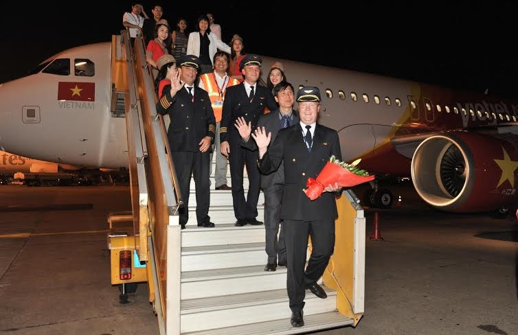 The crew and Skyboss passengers step down from Vietjet's newest aircraft at Tan Son Nhat airport on October 7.