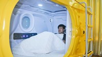 A customer inside Nha Trang's capsule hotel. Photo credit: Lao Dong