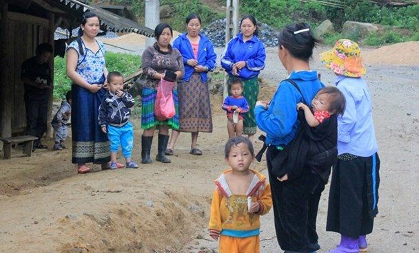 Many H'Mong women in Thanh Hoa Province have become mothers at a very young age. Photo: Ngoc Minh