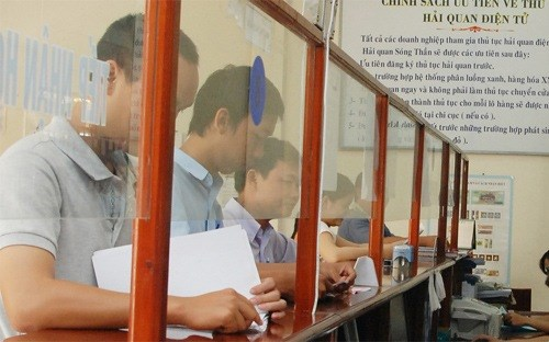 Businesses at a Vietnamese customs office. Photo credit: VnEconomy