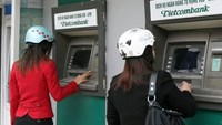 Customers use the ATM booths of Vietnam's major lender Vietcombank. Photo: Thu Hang