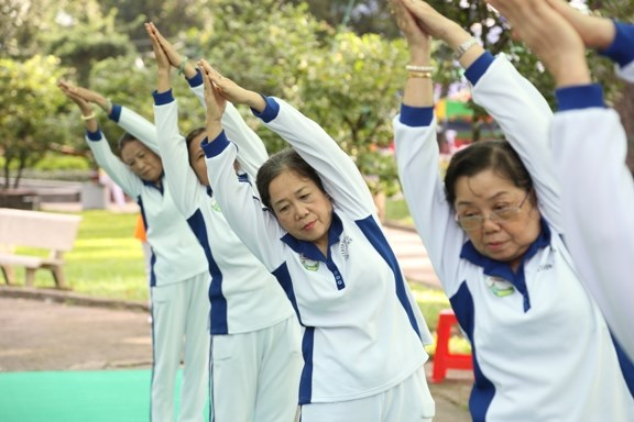 Most old people in Vietnam suffer from chronic diseases and only half can afford medical treatment. Photo credit: VnExpress
